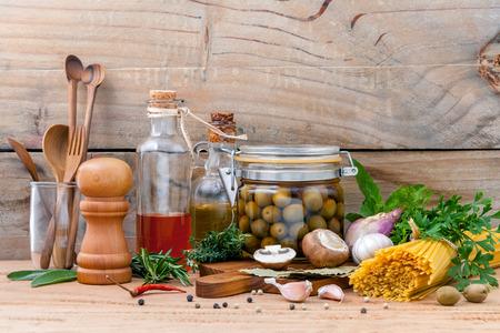 Italienisches Essen Konzept Pasta mit Gemüse Olivenöl gewürzt und Sesamöl