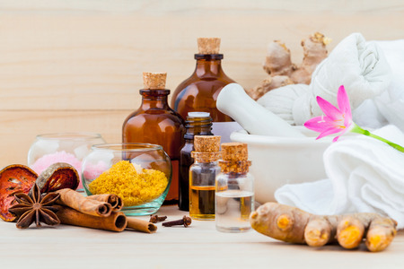 Natural spa ingredients aromatherapy and natural spa theme on wooden background. Archivio Fotografico