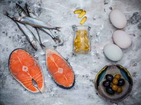 オメガ 3 の不飽和脂肪食品ソースと選択。スーパー フード高ビタミン e と健康管理の栄養値が高い。ししゃも、サケの切り身、オリーブ オイル、白