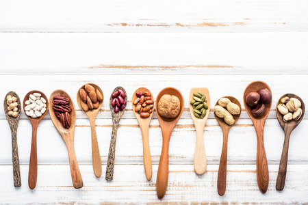 Selection food sources of omega 3 and unsaturated fats. Superfood high vitamin e and dietary fiber for healthy food. Mixed nuts almond ,pecan,hazelnuts,walnuts and various beans on white background. Standard-Bild