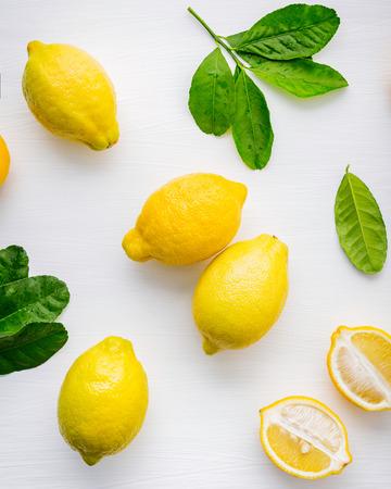 Fresh lemons and  lemons leaves on white wooden 版權商用圖片