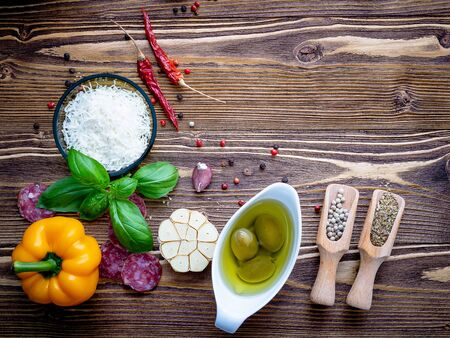 The ingredients for homemade pizza on shabby wooden Imagens