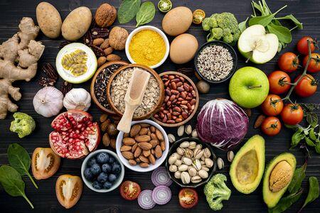 Zutaten für die Auswahl an gesunden Lebensmitteln. Standard-Bild