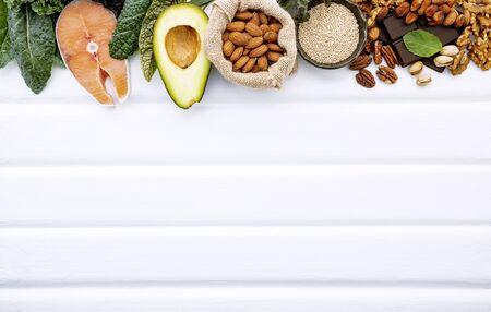 Zutaten für die gesunde Lebensmittelauswahl auf weiß