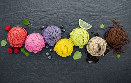 Various of ice cream flavor ball on dark stone Banque d'images
