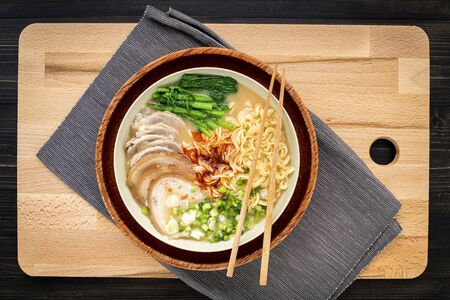 Asian ramen noodle pork bone based soup with pork chashu on cutting board Zdjęcie Seryjne