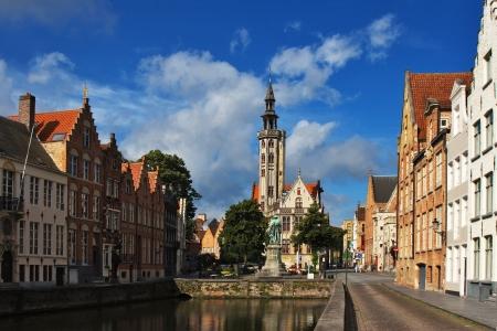フランダース家とブルージュの運河