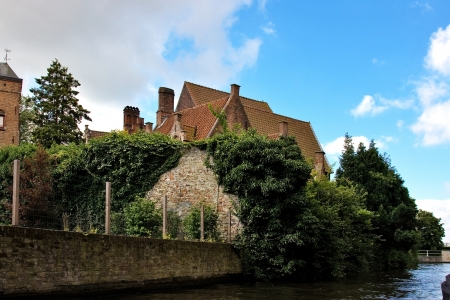 serenety: Flemish houses and canal in Brugge