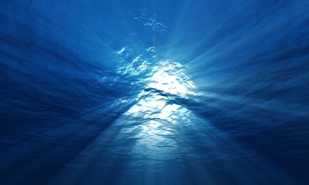 light underwater Stock Photo - 15541294