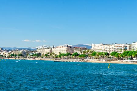 Panoramisch uitzicht van Cannes, La Croisette, de Croisette en de haven Le Vieux van Cannes, Frankrijk Cote d'Azur