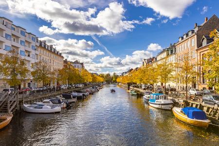 Vue panoramique sur le canal de Copenhague par une belle journée ensoleillée d'automne, Danemark