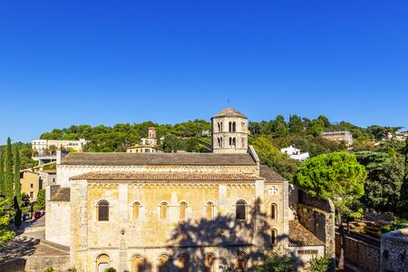 Sant Pere de Galligants is Benedictine abbey in Girona, Catalonia. Since 1857, it is home to the Archaeological Museum of Catalonia in the city, city views of Girona, Girona, Spain Imagens