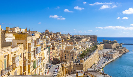 Panoramic skyline view of the Grand Harbor of Valletta from Upper Barrakka Gardens at daylight with blue sky, Valletta, Malta 報道画像