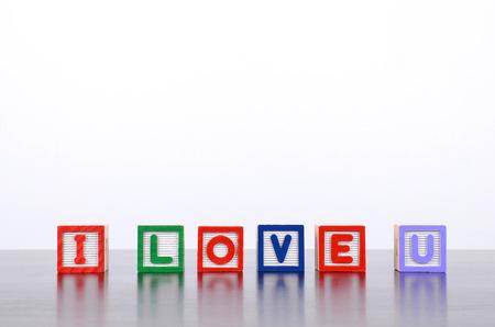 i love u: J'aime mot u form� par des blocs de bois alphabet