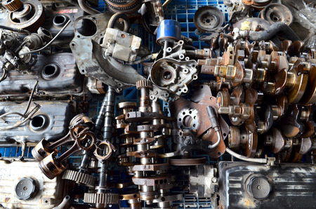 pile engine: Metal scrap the used car parts