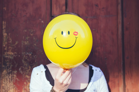 smilie: Woman with a smiling balloon