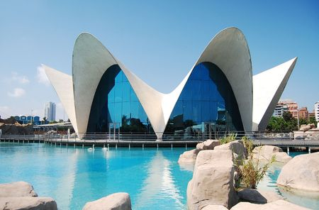VALENCIA, SPAIN - JULY 15: Bright picturesque view of LOceanografic (the largest oceanographic aquarium in Europe) in the City of Arts and Sciences on July 15, 2009 in Valencia, Spain    新聞圖片