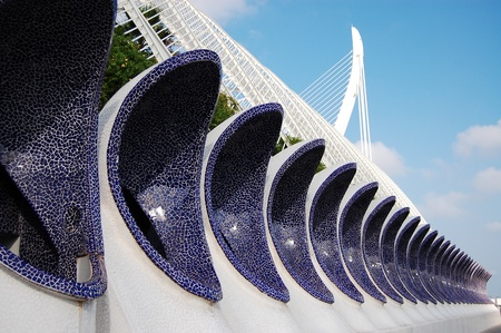 VALENCIA, SPAIN - JULY 15: Architectural detail of LUmbracle (gallery containing indigenous Valencian plants) decorated with traditional ultramarine Spanish mosaic in the City of Arts and Sciences on July 15, 2009 in Valencia, Spain    新聞圖片