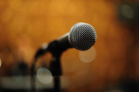 Mike sur un pied de microphone