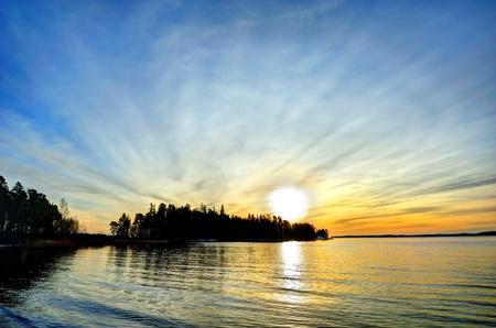 Hiver soleil couchant vers le bas (Turku, Finlande)