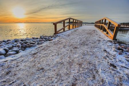 Paysage avec quai en hiver Banque d'images