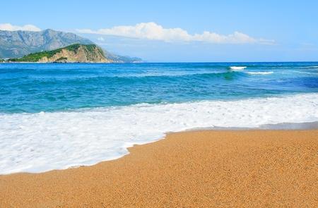 sandy: Paisaje con el mar espumoso