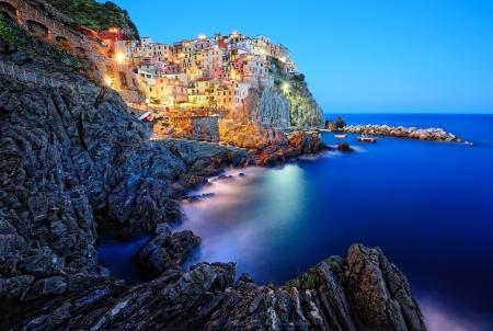Soir�e � Manarola, un beau village dans le parc national des Cinque Terre, Italie Banque d'images