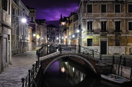 Venise lors d'une nuit orageuse �ditoriale