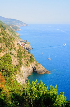 vernazza: Bright Cinque Terre scenery with view of Vernazza village, mountains and the sea
