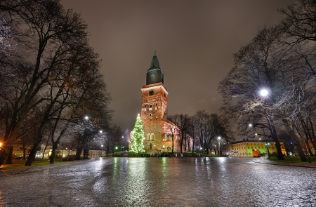 Cathedral and Christmas tree in Turku - Finland 版權商用圖片