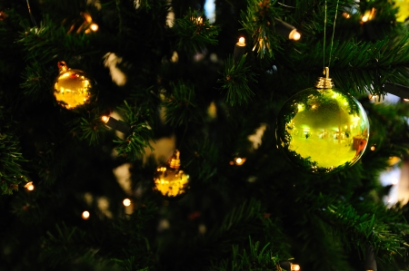 marvellous: Christmas tree with bright yellow and green ornaments