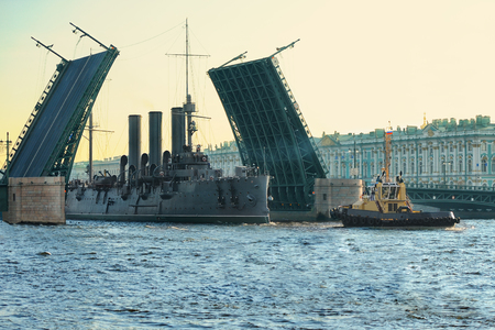 movable bridge: Passage of cruiser Aurora under the Palace Bridge, St. Petersburg, Russia