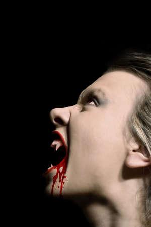 loup garou: Hungry mal vampire avec du sang frais sur les l�vres Banque d'images