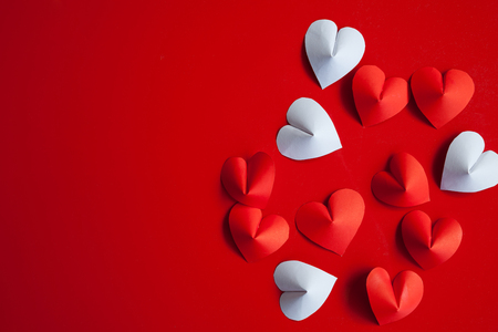 Heart-shaped cut paper Arrange as background. This is the symbol of love. For In February 14th, which was a day of love. Stockfoto