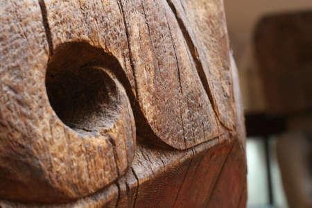 古い木は、深穴の形でクラフトに使用されました。