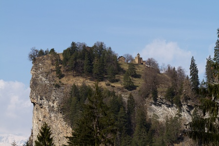 resistence: Castel Hohenraetien and the cliffs protecting it
