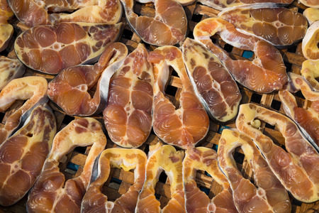 Le requin Iridescent s�ch�s ou ray� chat ou silure Sutchi ou Pangasianodon hypophthalmus comme style tha�landais conserver les aliments