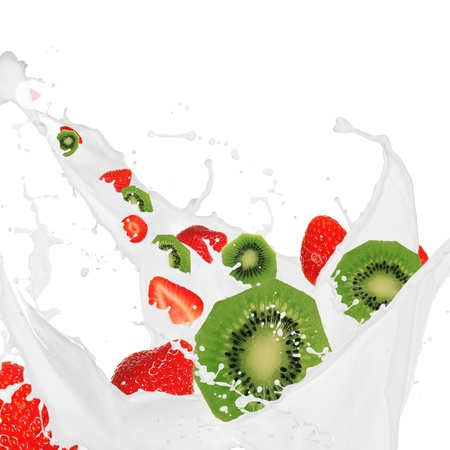 refrigerant: Kiwi and strawberry in milk splash