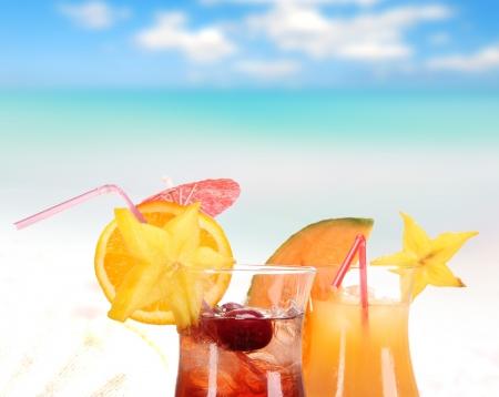cocteles de frutas: Macedonia de frutas en la playa