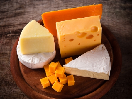 edam: Various types of cheese on wood