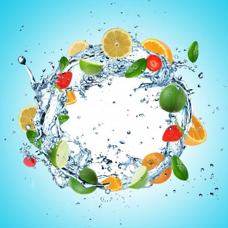 fr�chte in wasser: Obst in Wasser Explosion Lizenzfreie Bilder