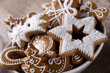 christmas gingerbread: Traditional gingerbread cookies on wooden background