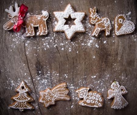 weihnachtskuchen: Traditionelle Lebkuchen �ber h�lzerne Hintergrund Lizenzfreie Bilder