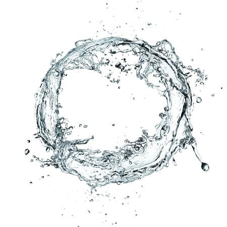 Bague de projection d'eau sur fond blanc