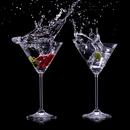 gin: martini drinks over dark background