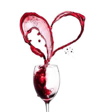 diner romantique: Coeur vin rouge sur fond blanc