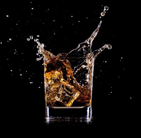 whisky: Close-up de verre avec du whisky
