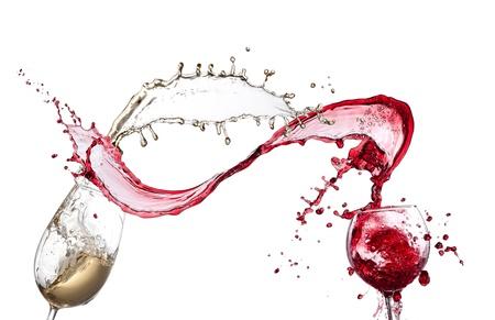 白い背景の上のワインのスプラッシュ