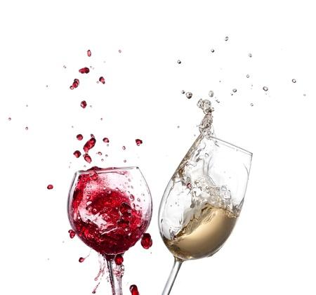 material de vidrio: Vino splash sobre fondo blanco Foto de archivo