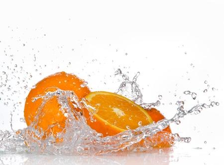 spruzzi acqua: Frutta arancione e spruzzi d'acqua Archivio Fotografico